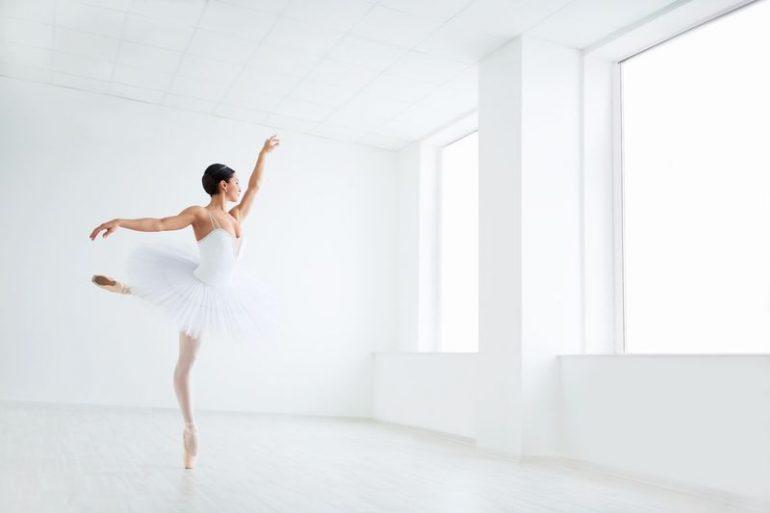Ballerina in tutu bianco e scarpette da punta danzashop