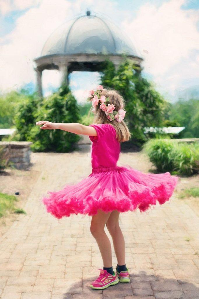 bambina che balla danzashop danzare contatto