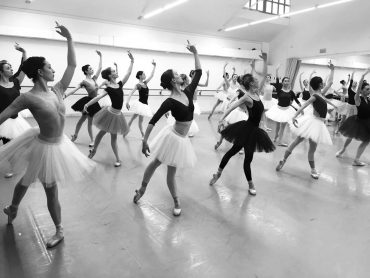 serata-nureyev-corpo-di-ballo-del-teatro-opera-roma-in-sala-prove